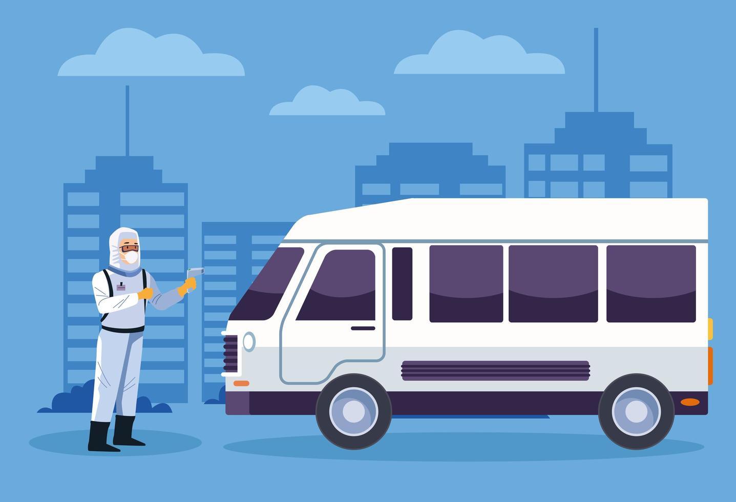 trabalhador de biossegurança desinfeta uma van contra coronavírus vetor