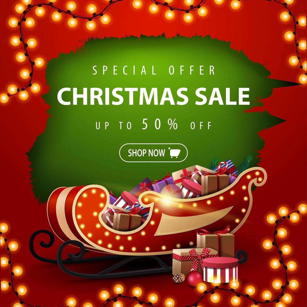 oferta especial, liquidação de natal, desconto de até 50, banner de desconto vermelho e verde com buraco rasgado, guirlanda e trenó de Papai Noel com presentes vetor