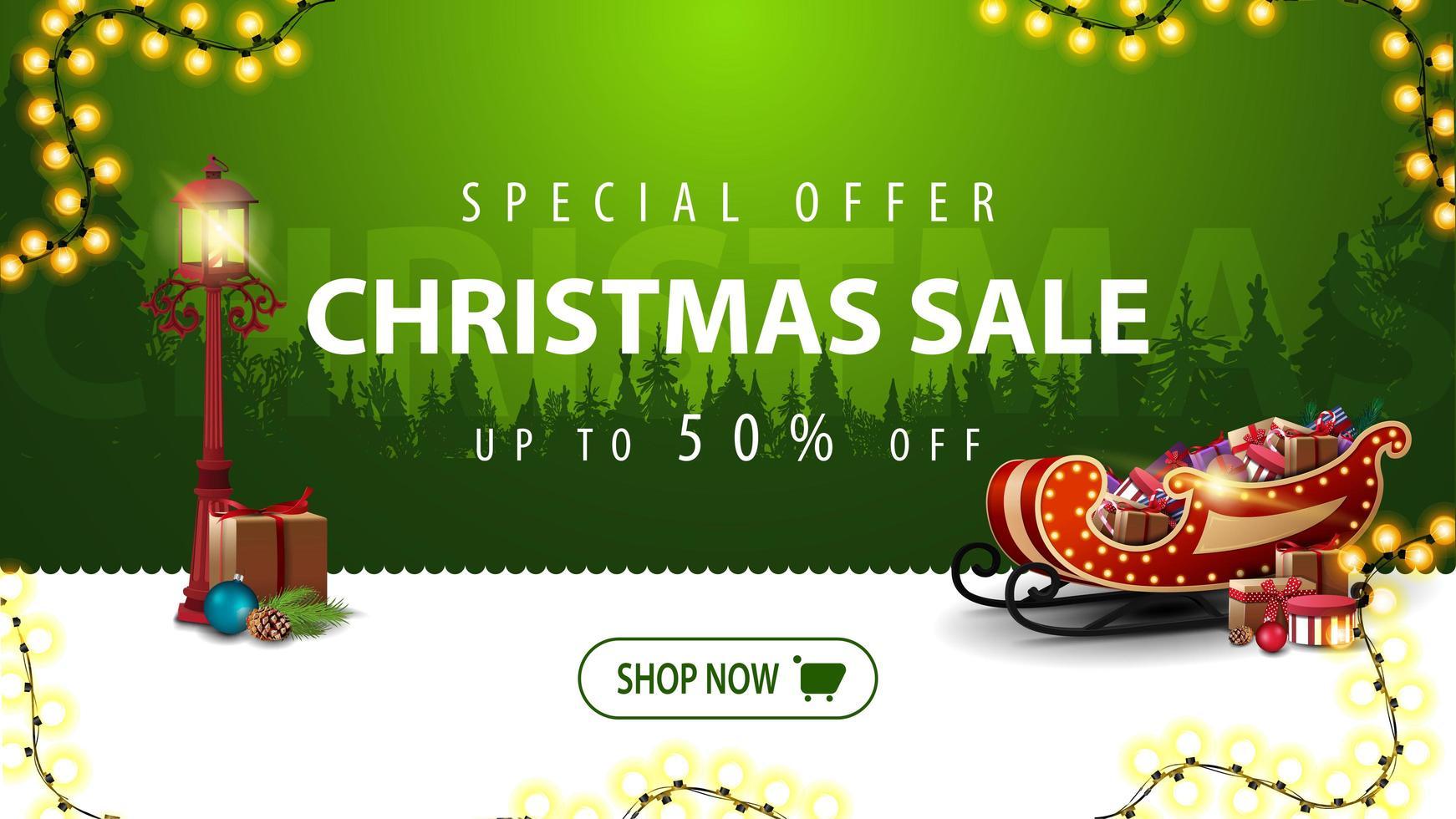 oferta especial, liquidação de natal, até 50 de desconto, banner verde moderno para site com guirlanda, botão, lanterna vintage e trenó de Papai Noel com presentes vetor
