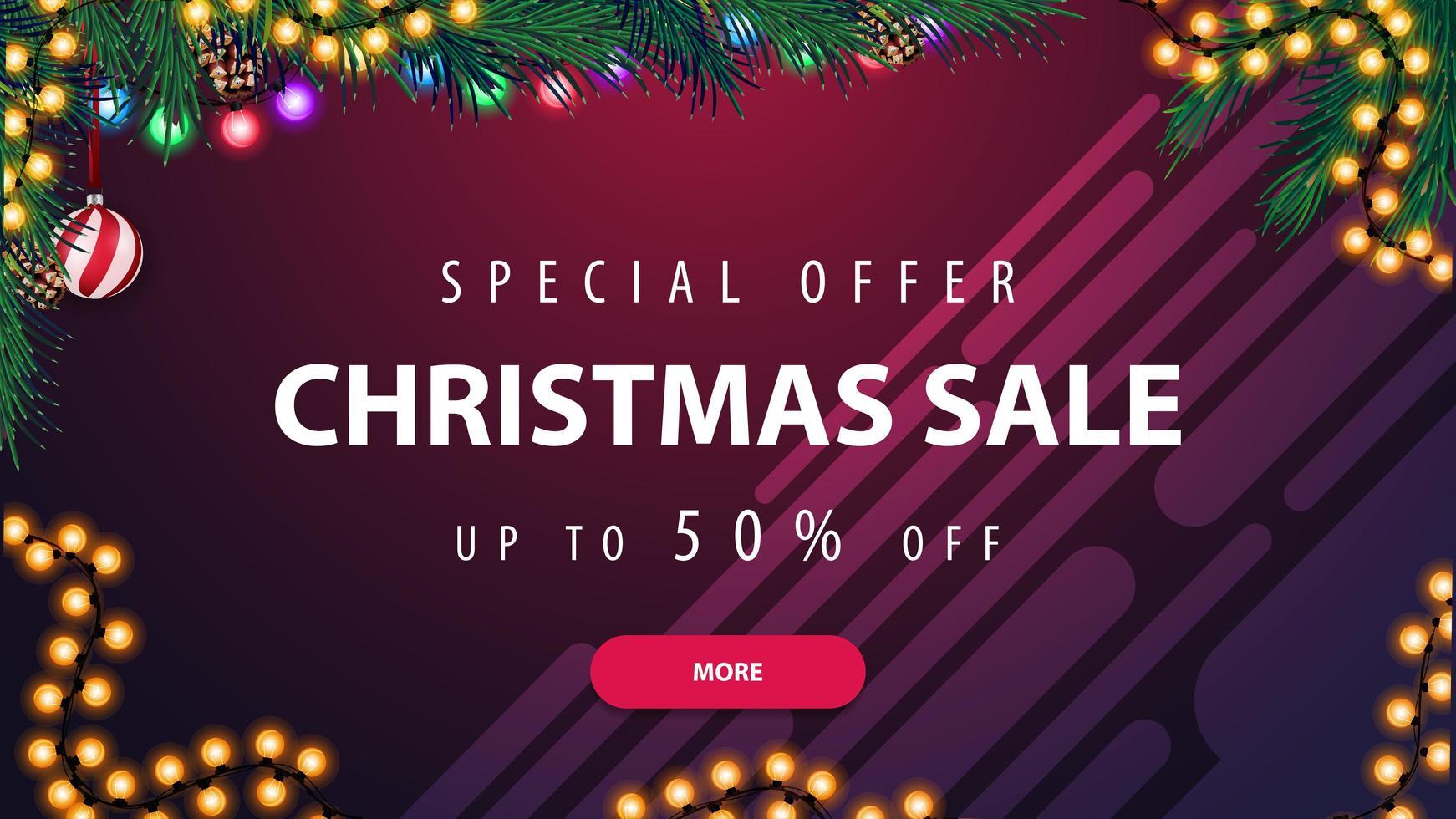 oferta especial, liquidação de natal, desconto de até 50, banner horizontal roxo de desconto com guirlanda e galho de árvore de natal vetor