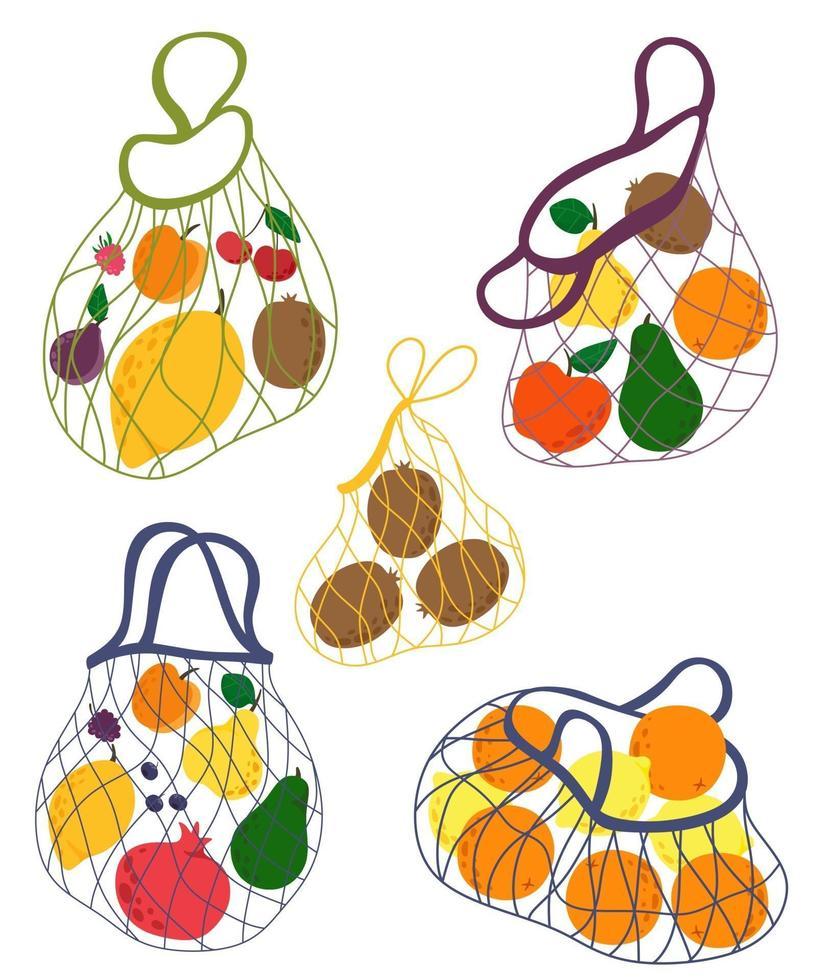 sacos de cordão de coleção com frutas. desenhado à mão conceito de eco-compras, eco-compras, compras de frutas. ilustração vetorial. vetor