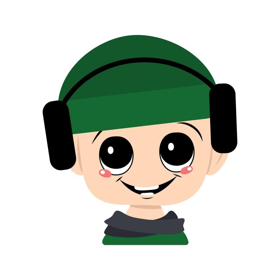 criança com olhos grandes e um sorriso largo em um chapéu verde com fones de ouvido vetor