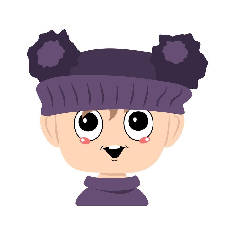criança com olhos grandes e um sorriso feliz em um chapéu violeta com um pom pom vetor