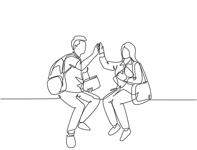um desenho de linha do jovem casal feliz homem e estudante mulher sentada na cadeira depois da aula e dando mais cinco gestos. conceito de relacionamento linha contínua desenho ilustração gráfica de vetor