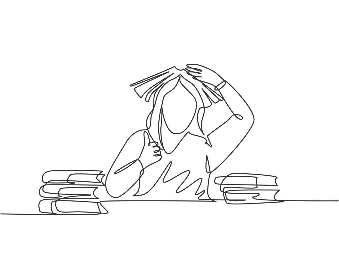 um desenho de linha de uma jovem aluna entediada leu uma pilha de livros na biblioteca e colocou o livro na cabeça e desiste de gesto de polegar. conceito de educação linha contínua desenho ilustração vetorial vetor