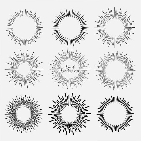O grupo de estilo do sunburst isolado no fundo branco, estourando irradia a ilustração do vetor. vetor