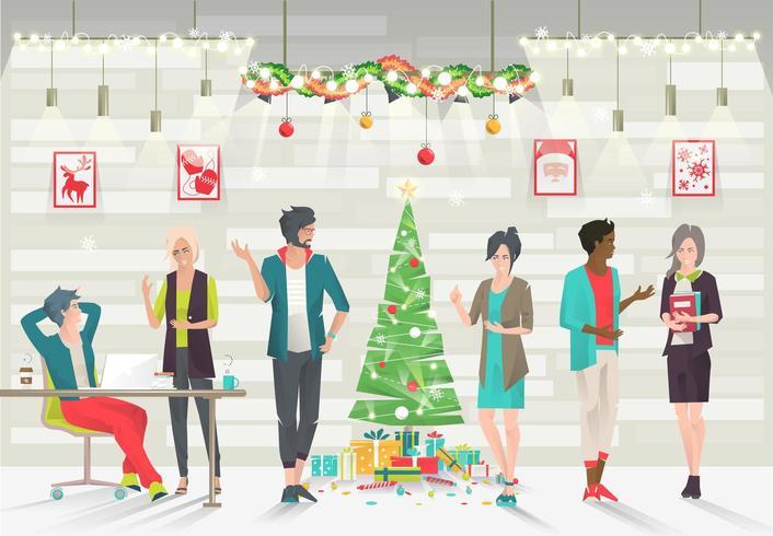 Pessoas em pé ao redor da árvore de Natal no espaço de escritório aberto vetor