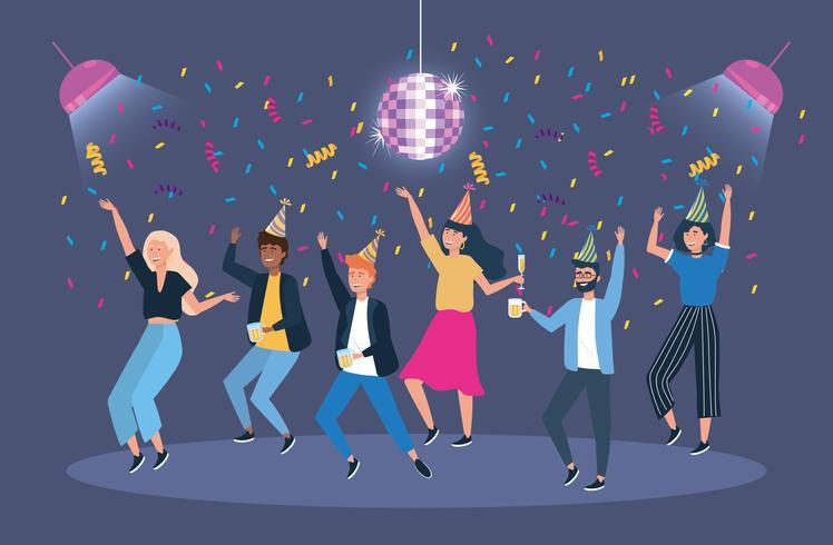 Homens e mulheres dançando sob bola de discoteca na festa vetor