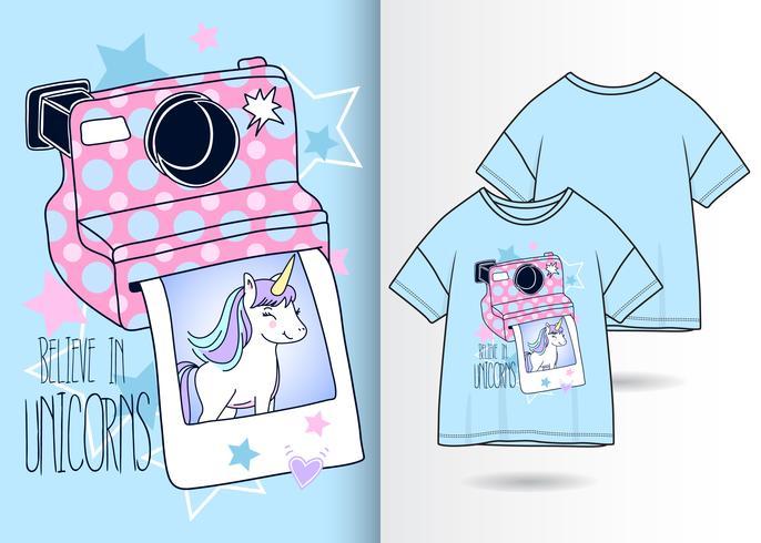 Design de camiseta de câmera de unicórnio desenhado à mão vetor