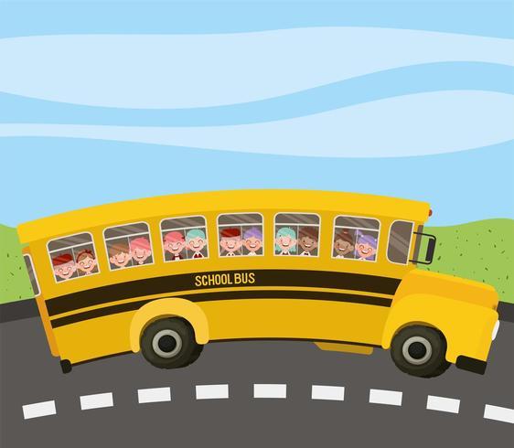 ônibus escolar com crianças na estrada vetor