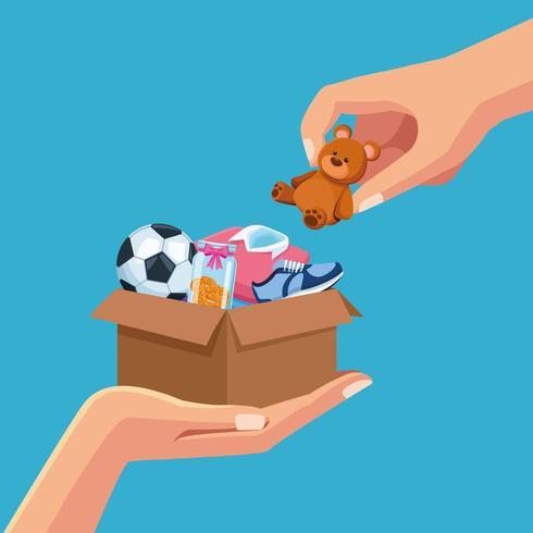 Mãos colocando brinquedos na caixa para doação vetor