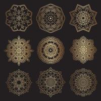 desenhos de mandalas decorativas em ouro e preto vetor