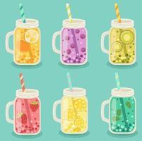 conjunto de potes de vidro com frutas no azul