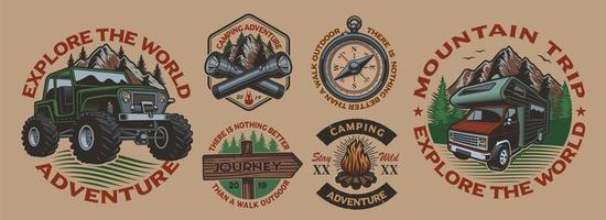conjunto de emblemas vintage coloridos com tema de acampamento vetor