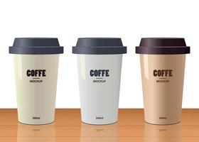 conjunto de três xícaras realistas vetor