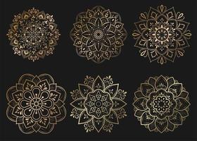 conjunto de mandalas de ouro com padrão floral vetor