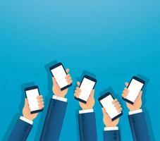 muitas mãos segurando smartphones