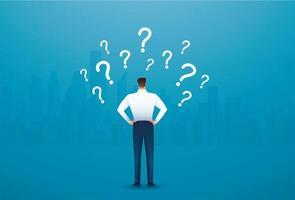 vista traseira do empresário olhando para os pontos de interrogação