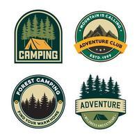 conjunto de emblemas de aventura vintage desenhados à mão vetor