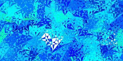 fundo azul e verde com triângulos.