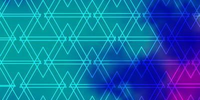 modelo verde, rosa e azul com triângulos.