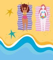 mulheres na praia fazendo atividades de verão