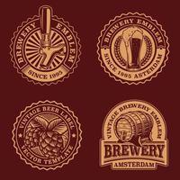 um conjunto de emblemas de cerveja vintage em preto e branco vetor