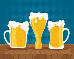 composição de celebração do dia da cerveja com canecas cheias vetor