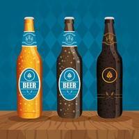 composição de celebração do dia da cerveja com garrafas de cerveja vetor