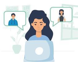 mulher usando laptop para uma videochamada em casa