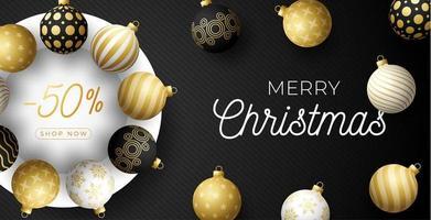 banner de venda de natal de luxo com enfeites de bola ornamentados vetor