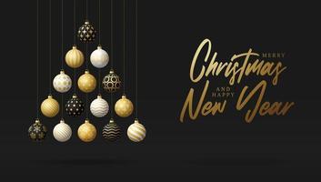 árvore de natal feita de ouro, enfeites preto e branco