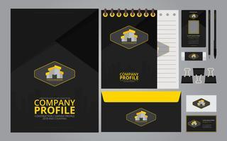 Logotipos de construção em mídia de papelaria. Modelo de perfil de empresa de construção. vetor