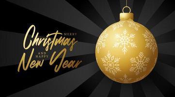 banner de feliz Natal e feliz ano novo. cartão de ilustração vetorial com bola dourada da árvore de Natal em fundo de luz do nascer do sol de luxo com letras modernas
