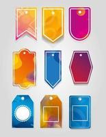 etiquetas comerciais penduradas com cores vibrantes