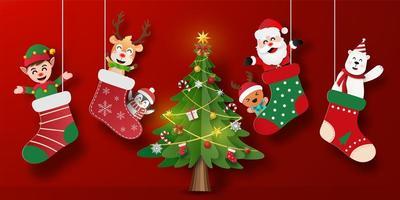 banner de cartão postal de natal do papai noel e amigos em meia de natal com árvore de natal