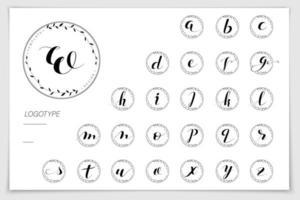 mão desenhada alfabeto escrito com caneta pincel.