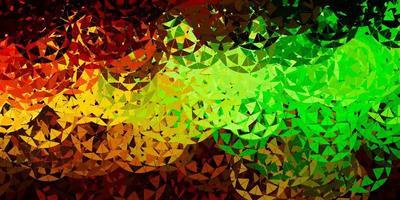 pano de fundo de vetor verde e amarelo claro com triângulos, linhas.