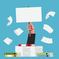 mão com uma pilha de papel e muitos documentos