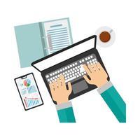 mãos com laptop e smartphone com desenho vetorial de infográfico