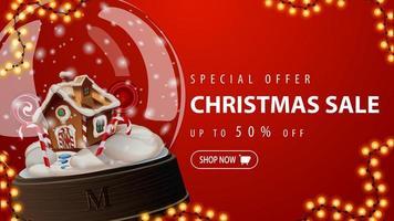 oferta especial, liquidação de natal, até 50 de desconto, banner vermelho de desconto com um grande globo de neve e uma casa de pão de mel de natal dentro