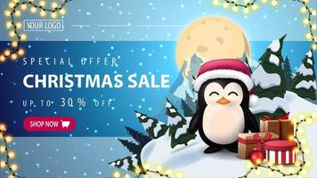oferta especial, liquidação de natal, até 30 de desconto, banner web de desconto horizontal com céu estrelado, lua cheia, montanha e pinguim com chapéu de Papai Noel com presentes