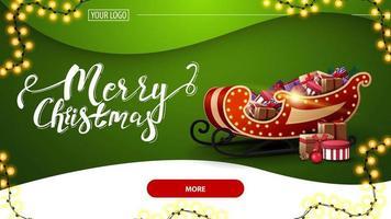 Feliz Natal, postal verde com lindas letras, guirlanda, fundo verde, botão vermelho e trenó de Papai Noel com presentes