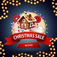 venda de natal, banner redondo de desconto com fita vermelha, botão, guirlanda e casa de biscoito de Natal