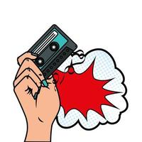 mão com fita cassete e ícone de estilo pop art na nuvem