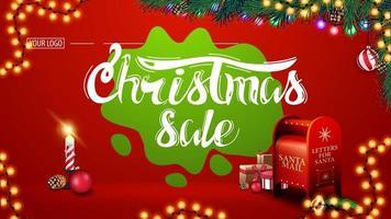 venda de natal, banner de desconto vermelho moderno com lindas letras, guirlandas, borrão verde, galhos de árvores de natal, vela e caixa de correio de Papai Noel com presentes