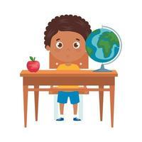 menino estudante sentado na mesa da escola no fundo branco vetor