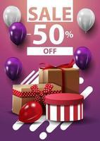 venda, até 50 de desconto, banner vertical da web com balões e presentes