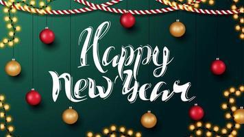 feliz ano novo, cartão horizontal verde com belas letras e decoração de Natal. modelo com parede com decoração de natal