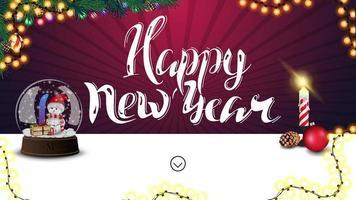 Feliz Ano Novo, cartão horizontal roxo com belas letras, guirlanda, árvore de Natal, guirlanda, vela e globo de neve com boneco de neve